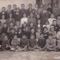 Fotografía antigua: FOTOGRAFÍA FORMATO POSTAL GRUPO ESCOLAR MADRID MAYO DE 1945. Lote 288510068