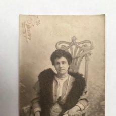 Fotografía antigua: LA VALENCIA QUE FUE FOTOGRAFÍA DERREY BURGUESÍA VALENCIANA, RETRATO DE ENRIQUETA SENTADA (A.1905). Lote 289530493