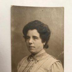 Fotografía antigua: LA VALENCIA QUE FUE.. FOTOGRAFÍA BURGUESÍA VALENCIANA… SEÑORA CON BLUSA DE RAYAS (H.1910?). Lote 289533898