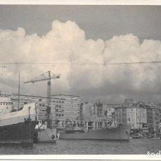 Fotografia antica: ANTIGUA FOTOGRAFÍA DE UN MUELLE CON BARCOS ATRACADOS. Lote 292569703