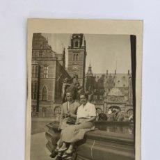 Fotografía antigua: ESPAÑOLES POR EUROPA. FOTOGRAFÍA ANTIGUA PARA EL RECUERDO (H.1930?). Lote 295638818