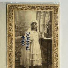 Fotografía antigua: R. FERRIOL, FOTÓGRAFO. TORRENTE VALENCIA FOTOGRAFÍA NIÑA EN SU PRIMERA COMUNION (H.1920?). Lote 296753868