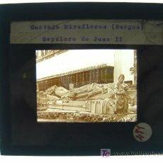 Fotografía antigua: CARTUJA MIRAFLORES, BURGOS, SEPULCRO DE JUAN II - ANTIGUO CRISTAL PARA LINTERNA MAGICA - AÑOS 1930. Lote 10381526