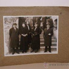 Fotografía antigua: PRECIOSA FOTO DE FAMILIA FOTO MATEO BARCELONA MIDE 23X17. Lote 13670277