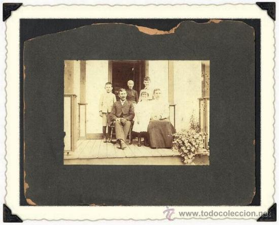 ANTIGUA FOTO CABINET DE UNA FAMILIA .MONTADA SOBRE CARTON.USA FINALES DEL SIGLO X I X (Fotografía Antigua - Ambrotipos, Daguerrotipos y Ferrotipos)
