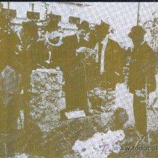 Fotografía antigua: PLANCHA LITOGRÁFICA CON LA FOTOGRAFIA DE ALFONSO XIII COLOCANDO UNA PLACA CONMEMORATIVA . Lote 27878368