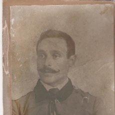 Fotografía antigua: GRAN FOTO DE SEÑOR CON GRANDES BIGOTES - PEGADA SOBRE CARTON RIGIDO - 30 X 20 CM.. Lote 29085997