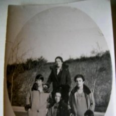 Fotografía antigua: PASEO POR MOTEPORREIRO, 4 JOVENES DE SANTA CLARA.PONTEVEDRA.1928.ENVIO PAGO. Lote 33272770