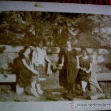 Fotografía antigua: PONTEVEDRA-MONTEPORREIRO. ANTIGUA FUENTE DEL PASEO.BANCOS PIEDRA Y FUENTE. SRTAS PONTEVEDRESAS.ENVIO. Lote 33466324