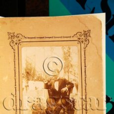 Fotografía antigua: FOTOGRAFIA ORIGINAL SOBRE CARTON SEÑOR EN ESTUDIO JARDIN. Lote 35699545
