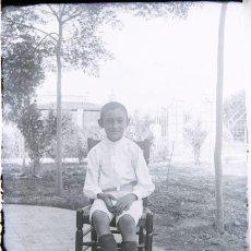 Fotografía antigua: NEGATIVO DE CRISTAL - NIÑO - FINALES DEL SIGLO XIX PPIOS DEL XX. Lote 35923333
