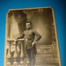 Fotografía antigua: ANTIGUA FOTOGRAFIA DE MILITAR DEL FOTOGRAFO D. BOSCH DE FIGUERAS AÑO 1910-20. Lote 37049156