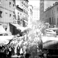 Fotografía antigua: ANTIGUA FOTOGRAFIA DE CRISTAL EN NEGATIVO DE MADRID - VISTAS DEL RASTRO UN DIA DE FIESTA - MADRID 19. Lote 38264670