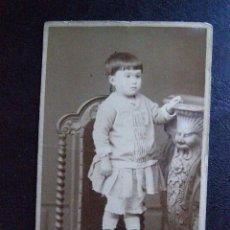 Fotografía antigua: BONITA FOTOGRAFIA DE ISABEL - FOTO JUNIO 1884 - VER FOTOS - VER REVERSO. Lote 41085429