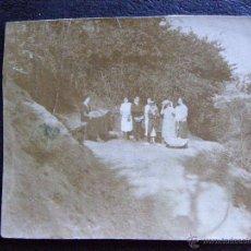 Fotografía antigua: MUY ANTIGUA PEQUEÑA FOTOGRAFIA EN EL CAMPO. Lote 41096915