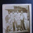 Fotografía antigua: MUY ANTIGUA FOTOGRAFÍA DE FERIA - YA VENDRÁN TIEMPOS MEJORES -. Lote 41121810