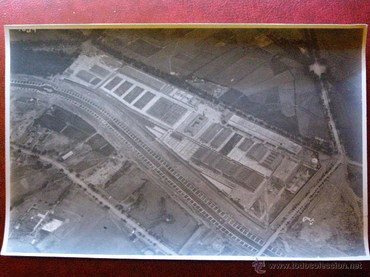 Fotografía antigua: ANTIGUA FOTOGRAFIA AEREA - Nuevos Mataderos - Madrid Legazpi - AÑOs 1923-24 - 11 X 17 CM. - Foto 2 - 41719445