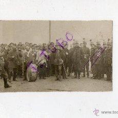 Fotografía antigua: ANTIGUA FOTOGRAFIA DE SOLDADOS MILITARES CHARANGA HEPOCA ALFONSO XIII-A DESTACAR LOTE DE MEDALLAS. Lote 42779431