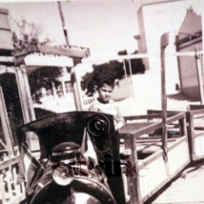 Fotografía antigua: FOTOGRAFIA DEL POPULAR TREN DE LA BRUJA EN LA FERIA DE CARCAGENTE EN 1957. Lote 48416888