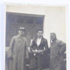 Fotografía antigua: F-698. FOTOGRAFIA PARTICIPANTES EXCURSION A SITGES EN AUTOMOVIL, DESDE VILADECANS. ABRIL DE 1917.. Lote 50504042