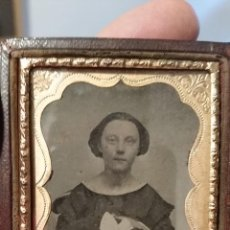 Fotografía antigua: AMBROTIPO INGLÉS DE DAMA CON PAMELA EN SU REGAZO C 1860. Lote 54561678