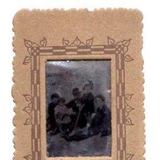 Fotografía antigua: FERROTIPO CON ESCENA DE FAMILIA EN PLAYA. ¿BIZKAIA?. Lote 54614443