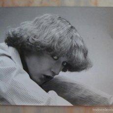 Fotografía antigua: (TC-4) FOTOGRAFIA PELUQUERIA PEINADO AÑOS 80 SELLO PARTE DE ATRAS CARLOS MORRAL PELUQUERO. Lote 57718159