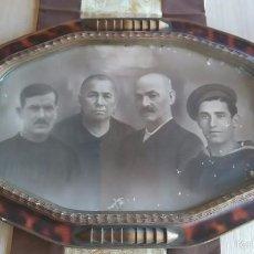 Fotografía antigua: MARCO CON FOTOGRAFÍA FAMILIAR AÑOS 20. Lote 60251435