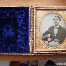 Fotografía antigua: AMBROTIPO, (FOTOGRAFÍA SOBRE CRISTAL), MONTADO EN PORTARRETRATOS EN FORMA DE LIBRO EN PIEL REPUJADA. Lote 72125947