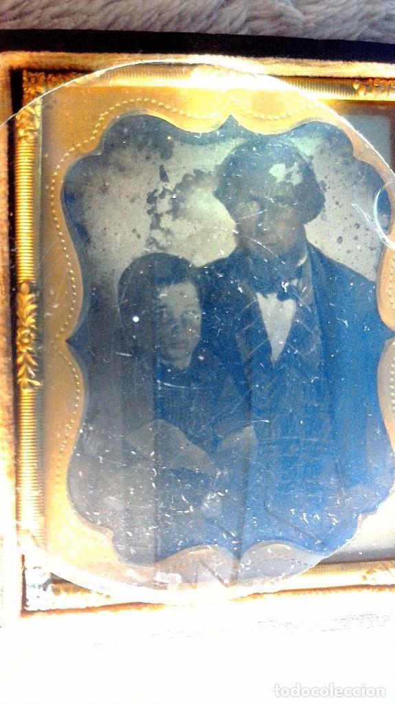 AMBROTIPO PADRE E HIJO CIRCA 1855-60 ESTUCHE MADERA FORRADA CON PIEL GRABADA (Fotografía Antigua - Ambrotipos, Daguerrotipos y Ferrotipos)