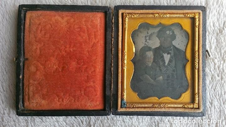 Fotografía antigua: AMBROTIPO PADRE E HIJO CIRCA 1855-60 ESTUCHE MADERA FORRADA CON PIEL GRABADA - Foto 2 - 83904852