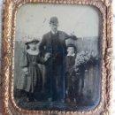 Fotografía antigua: DAGUERROTIPO O FERROTIPO , FOTO PADRE CON HIJOS , SIGLO XIX , ORIGINAL . Lote 93682280