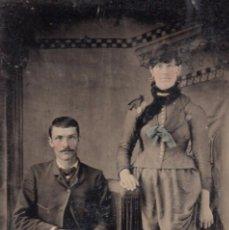 Fotografía antigua: FERROTIPO LIGERAMENTE COLOREADO 1860-1880 USA 6,5 X 9 CM PAREJA POSIBLEMENTE DE BODA. Lote 99297459
