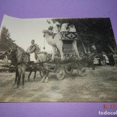 Fotografía antigua: ANTIGUA FOTOGRAFIA DE GRAN TAMAÑO CARROZA CON SEÑORITAS FERIA DE JULIO EN VALENCIA - AÑO 1900-1920S.. Lote 100747187