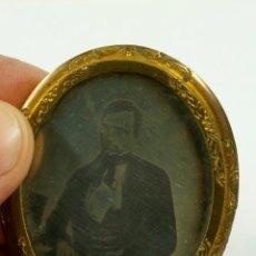 Fotografía antigua: DAGUERROTIPO EN BROCHE, 6,2X5 CM. 1850'S.. Lote 105234963