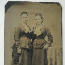 Fotografía antigua: FERROTIPO AMERICANO 1860-1880 USA PAREJA DE DAMAS ELEGANTES USA. Lote 110349475
