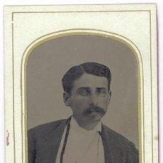 Fotografía antigua: FERROTIPO AMERICANO 1860-1880 USA HOMBRE ELEGANTE TIPO CARTA DE VISITA USA. Lote 110350675