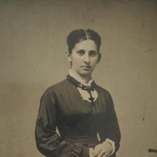 Fotografía antigua: FERROTIPO AMERICANO 1860-1880 USA MUJER ELEGANTE CON CRUCIFIJO USA. Lote 110353275