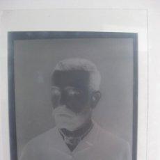 Fotografía antigua: FOTOLITO DE CRISTAL PERSONAJE DE FINALES DEL SIGLO XIX, CARLES MARTI, SANT BOI DE LLOBREGAT. Lote 124267667