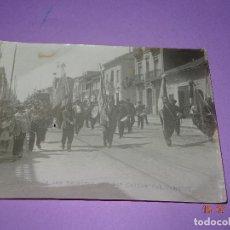 Fotografía antigua: ANTIGUA FOTOGRAFIA DE GRAN TAMAÑO *DESFILE DE LAS BANDERAS POR LAS CALLES DEL CABAÑAL* VALENCIA. Lote 128583667