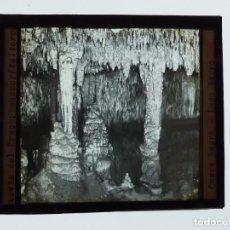 Fotografía antigua: MANACOR, MALLORCA, CUEVAS DEL DRACH, LAGO NEGRO - ANTIGUO CRISTAL PARA LINTERNA MAGICA - AÑOS 1930. Lote 134159742