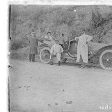 Fotografía antigua: FOTOGRAFIA: NEGATIVO SOBRE CRISTAL PRINCIPIOS SIGLO XX-CATALUNYA- BARCELONA COCHE EN CARRETERA. Lote 135017050