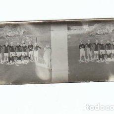 Fotografía antigua: FOTOGRAFIA: NEGATIVO SOBRE CRISTAL PRINCIPIOS SIGLO XX-CATALUNYA- EQUIPO DE FUTBOL. Lote 136403538