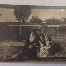 Fotografía antigua: FOTOGRAFÍA ANTIGUA DE MUJERES EN JARDÍN. Lote 142156317