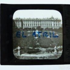 Fotografía antigua: MADRID, PALACIO REAL, PLAZA DE ORIENTE - ANTIGUO CRISTAL PARA LINTERNA MAGICA - AÑOS 1930, LEVY. Lote 142375030