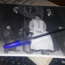 Fotografía antigua: CARMEN COBEÑA Y LOS HERMANOS ALVAREZ QUINTERO, SIN DATOS DE FOTOGRAFO, 24 X 18 CM.. Lote 143911242