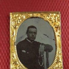 Fotografía antigua: BONITO FERROTIPO ENMARCADO. RETRATO CABALLERO. NO FIGURA FOTÓGRAFO. 5 X 4 CM. Lote 151430638