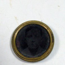 Fotografía antigua: ANTIGUO BROCHE CON FERROTIPO INFANTIL.. Lote 155585006