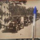 Fotografía antigua: BENDICION DE COCHES EN EL DIA DE SAN CRISTOBAL FRENTE IGLESIA DE POMPEYA EN BARCELONA, 24 X 18 CM. . Lote 159520926