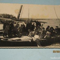 Fotografía antigua: ANTIGUA FOTOGRAFÍA DE FINEZAS FALLAS DE VALENCIA *SÓ QUÉLO* COMIDA EN EL PERELLÓ - AÑO 1949. Lote 165653538